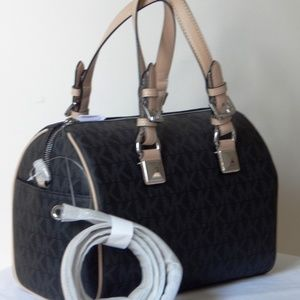MICHAEL KORS SIGNATURE GRAYSON BLACK MD BAG